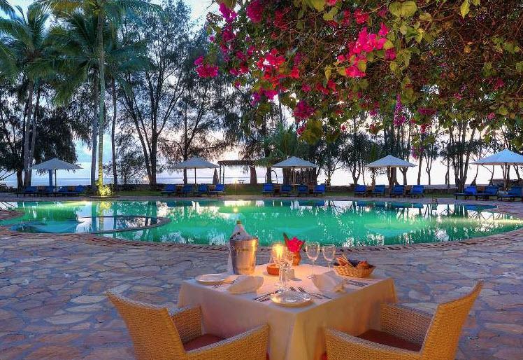 Hotel BLUEBAY BEACH RESORT & SPA 5* STD 1/2+1 park, POL -  Zanzibar -  čarter iz Ljubljane