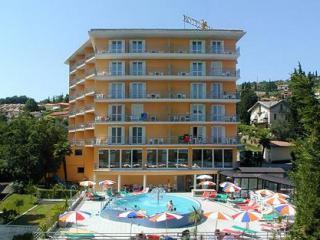 Socializing Hotel Mirna