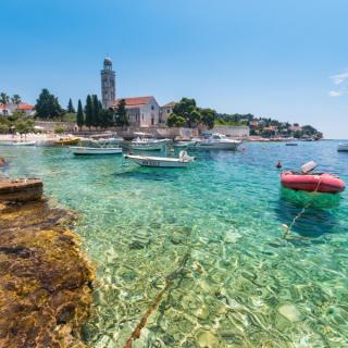 Med otoki Dalmacije