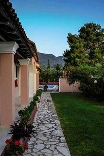 Tassos Apartments and Pool Bar